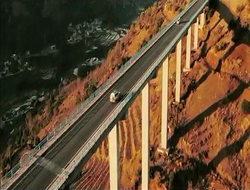 《我的1000万》先行版预告 暗潮汹涌的西部公路