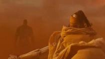《火星异种》曝片段 蟑螂人与小杉健沙漠激战