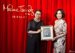 刘嘉玲出席蜡像揭幕 透露或筹备当制作人拍电影