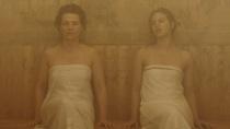 《等待》中文片段 比诺什与儿媳妇亲密蒸桑拿浴