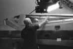 这周《星球大战》庆典过后,关于《星球大战8》及《侠盗一号:星球大战外传》的物料就源源不断曝光,让许多粉丝们兴奋不已。导演莱恩·约翰逊近期又曝光了《星球大战8》的几张幕后照。