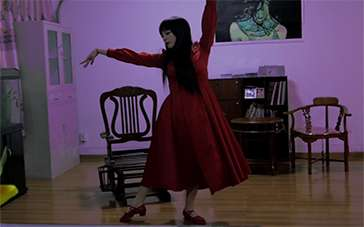 《租房惊魂之血·墙》最终版预告 一双红色的舞鞋