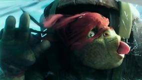 《忍者神龟2》中文片段 拉斐尔恐高惧怕跳飞机