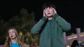 《世界之外》中文预告片 火星少年重返地球