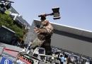 《魔兽》主题展北京站开幕 百余件道具服装亮相