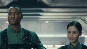 《独立日2》预告 飞机师baby对抗外星人入侵