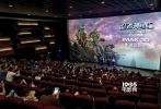 """将于7月2日与内地观众见面的电影《忍者神龟2:破影而出》(以下简称:《忍者神龟2》)近日发布""""儿童版""""预告片,之所以称之为儿童版是因为全片都是俏皮可爱的中文配音,即使是儿童也能无障碍接受。片中神龟现身万圣节游行却偶遇""""大黄蜂"""",同为经典动漫人物的两人惺惺相惜,此举也是对本片监制迈克尔•贝代表作《变形金刚》的一次致敬。"""