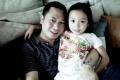 赵薇晒老公和女儿亲密合影 疑对感情危机作回应