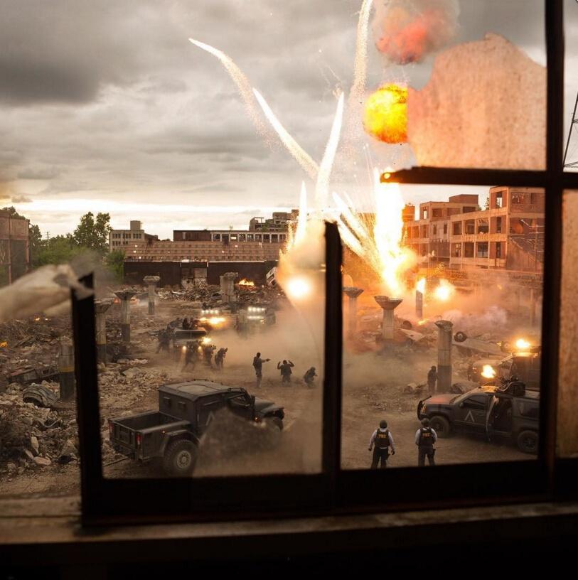 《变形金刚5》片场视频 高速公路玩爆炸汽车翻滚