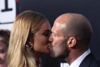 斯坦森与女友罗茜激吻