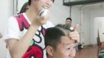 《大话西游3》曝特辑 吴京被老婆谢楠剃成板寸