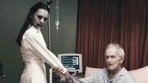 《决不罢休》曝光预告 美女护士触碰邪物变恶魔