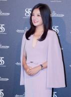 赵薇出席晚宴露沟显性感 斗篷裙加身似霸道女总裁