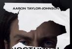 在今年第73届威尼斯电影节上斩获评委会大奖的影片《夜行动物》日前曝光一组幕后片场照。导演汤姆·福特出现在片场照中执导杰克·吉伦哈尔、艾米·亚当斯、迈克尔·珊农。从这新曝光的三张剧照不难看出,导演福特随时随地都拿着一副眼镜,给亚当斯导戏时,西装革履简直比男主角吉伦哈尔还要有型。