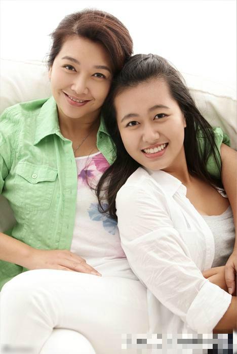 江珊18岁女儿近照曝光 清纯甜美酷似母亲 图