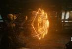 近日,影片《奇异博士》曝光了两张IMAX艺术迷幻海报和一支预告特辑,该片将于11月4日在内地和北美同步上映,影片的真容也一点点不断地曝光。