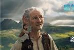 国际知名电影大师史蒂文·斯皮尔伯格执导,荣获第88届奥斯卡最佳男配角的马克•里昂斯领衔主演的奇幻冒险电影《圆梦巨人》,将于10月14日以IMAX 3D、3D、2D等全制式全国公映。该片改编自罗尔德·达尔的全球畅销小说《好心眼儿巨人》,在斯皮尔伯格的执导下,实景和绿幕无缝交融、CG技术和虚拟协同摄影完美结合,让这个发生在1982年的故事最终呈现出一个惊艳的奇幻世界。