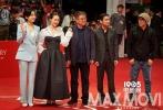 第21届釜山国际电影节于10月6日晚在釜山海云台电影殿堂野外广场举行了开幕红毯仪式及开幕式。薛景求、韩孝周两位演员共同担任开幕式主持人,开幕式后还放映了开幕影片《春梦》。
