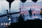 """即将于10月14日上映的3D科幻电影《暗杀游戏》日前曝光了""""危机风暴""""版预告,暗黑的风格极具神秘感,画面中交织着大量悬念迭起的惊险镜头,令人紧绷心弦。预告围绕""""是时候找出来,谁今天早上不会醒来""""的引子展开,曝光了影片中暗藏杀机的黑手党,扑朔迷离的情节与热血激烈的动作片段接踵而来,相信能给观众带来一场精彩的视听盛宴。"""