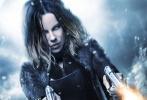 近日,《黑夜传说5:血战》在曝光了一组角色海报之后,又再次曝光了一张主海报,海报上的凯特·贝金赛尔手持双枪,火力全开,十分霸气。