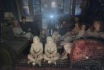 美国著名鬼才导演蒂姆·波顿执导的新片《佩小姐的奇幻城堡》(英文片名:Miss Peregrine's Home for Peculiar Children)目前正在全球众多市场热映,全球票房累计约1.96亿美金,上映前两周蝉联票房冠军。该片有望引进中国内地。