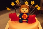 """10月18日是周迅42岁的生日,好友陈坤在17日晚在微博中晒出一组周迅的照片,引发网友的围观。陈坤在微博中写道:""""老友,等不及再一个小时了,提前祝周公子1018生日快乐,小迅,每一天都幸福。"""""""