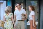 在拍过好莱坞、罗马、法国里维埃拉等地后,精力旺盛的伍迪·艾伦重新回到纽约,将新片《摩天轮》背景地设置在了沙粒细软、海风阵阵的科尼岛。故事发生在上个世纪50年代,老爷子一向喜欢在电影中穿越时光,回到精致考究的黄金时期。