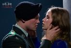 李安导演新作《比利·林恩的中场战事》将于11月11日内地全面上映。影片今日曝光终极预告,露出更多新镜头,全面展现了少年军人比利的成长之路。比利·林恩从参军英勇作战,到被召回国参加巡回宣传,最后重回战场,其中经历了复杂波折的心理转变过程,对人生和命运也产生了很多终极思考。李安导演一行将在电影上映前亲临中国与观众互动,中国观众也将首次看到影片真容。