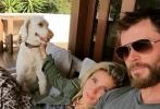 锤哥克里斯·海姆斯沃斯(Chris Hemsworth)被妻子埃尔莎·帕塔奇 (Elsa Pataky)形容为一位有爱的父亲。在Instagram的家庭照片中,也经常有锤哥和孩子们一起玩耍的身影。