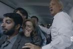《萨利机长》首发中文预告片,今年最后一部分账大片终露端倪。影片由奥斯卡金像奖最佳导演克林特·伊斯特伍德执导,汤姆·汉克斯、艾伦·艾克哈特等人主演。故事改编自美国一桩真实航班迫降事件,前美国空军飞行员切斯利·萨利·萨伦伯格依靠冷静的判断与惊人的镇静,在千钧一发之际将飞机安全迫降于哈德逊河拯救了机上155名乘客,而汤姆·汉克斯在影片中饰演的就是这位传奇机长。