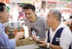 浙江卫视《十二道锋味3》本周六晚即将迎来第十期节目,走遍全球寻访美食的谢霆锋回到老家香港,准备与老友曾志伟[微博]来一场湾仔街市探秘。