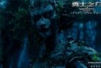 即将在11月18日上映的魔幻动作巨制《勇士之门》曝光了终极预告,侍卫赵又廷、公主倪妮、男孩尤赖亚·谢尔顿和巫师吴镇宇踏上了幻境征程。渡尽劫波后,尤赖亚·谢尔顿也在赵又廷等人的指导下成为黑骑士,拯救幻世。预告片中的战争场景宏大,魔法交织美幻,魔怪异兽逼真,魔幻气质一览无余。
