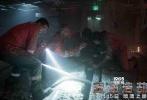 《深海浩劫》由执导过《超级战舰》的彼得·博格担任导演,《变形金刚4》、《偷天换日》、《泰迪熊》男主马克·沃尔伯格实力加盟,同时力邀《移动迷宫》迪伦·奥布莱恩、金球奖最佳女主角吉娜·罗德里格兹、凯特·哈德森、老戏骨库尔特·拉塞尔和约翰·马尔科维奇同台飙戏。本片即将于11月15日与大家见。