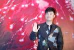"""李安导演新作《比利·林恩的中场战事》11月8日晚在上海影城举行了首映红毯仪式,明星、名嘴和上海市各界名人齐聚一堂,长达70米的红毯两边更是挤满了粉丝,现场热烈的气氛让这场红毯仪式变成了""""城中盛事""""。上海影能容纳近一千人的城1号厅也装修一新,安装了全新的放映设备,准备后为观众献上""""沉浸式体验""""。"""