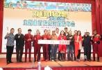 """11月10日,电影《越囧》在京举行发布会,越南天团HKT组合作为主演亮相。当天,被网友称为""""洗剪吹组合""""的HKT现场献唱了影片的主题曲《烤烤烤》,让观众眼前一亮。"""