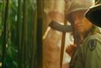 近日,传奇影业冒险巨制《金刚:骷髅岛》公布了崭新的剧照。在剧照上,骷髅岛的地形、岛上的建筑以及原住民得到了展示。而最关键的还是巨兽金刚的出现。在全新的剧照上,金刚张开了大嘴、亮出了獠牙,正在示威。