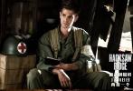 """由《勇敢的心》《耶稣受难记》导演梅尔·吉布森操刀,好莱坞实力派影星安德鲁·加菲尔德、萨姆·沃辛顿、文斯·沃恩、卢克·布雷西、泰莉莎·帕尔墨、雨果·维文等联袂出演的战争巨制《血战钢锯岭》正式宣布定档12月8日,""""太平洋战争最后一战""""即将打响。据悉,该片已于11月4日北美公映,后有李安战争新作无缝对接,相继轰炸大银幕,硝烟弥漫。从目前国外媒体和影评人的评价来看,该片以""""零差评""""强势领跑。《今日美国》称其为梅导自1995年获奥斯卡最佳影片《勇敢的心》以来""""最出色的导演作品""""。有望"""