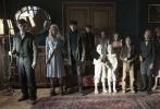 即将于12月2日上映的电影《佩小姐的奇幻城堡》是年底风格独特的一部好莱坞电影,其导演蒂姆·波顿擅长将奇幻与暗黑童话融合,带来让人大开眼界的作品。今日,片方二十世纪福斯曝光了一支新的中文片段,再度揭秘了两个有超能力的角色——怪力萝莉布朗温与能让植物野蛮生长的女孩费欧娜。