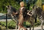 奥斯卡提名影星杰西卡·查斯坦(《生命之树》、《星际穿越》)主演新片《动物园长的夫人》(The Zookeeper's Wife)近日首度曝光多张剧照。剧照中查斯顿造型精致复古,还原了20世纪30年代的着装风格与城市布景。在其中两张中,查斯顿怀抱幼狮并与斑马等动物零距离接触。