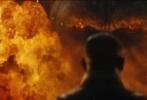 """由抖森""""汤姆·希德勒斯顿""""和奥斯卡影后布丽拉尔森主演新片《金刚:骷髅岛》今日曝出正式中文版预告。在最新预告片中,影片剧情浮出水面,抖森饰演的英国空军特别部队前探员带队前往南太平洋某未知小岛进行调查研究,却因为提前使用炸药而触怒了岛屿守护神""""金刚""""。然而金刚虽然凶猛,最大的威胁却来源于地底的骷髅爬行怪,一场人兽大战一触即发。"""