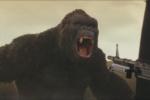 《金刚》群兽斗预告海报 史上最大金刚手撕飞机