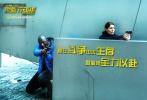 """由著名导演本杰明·罗切尔执导,让· 雷诺、卡特琳娜·莫里诺、奥尔本•勒努瓦联袂主演的犯罪动作片《反黑行动组》即将于12月9日在中国内地上映。今日,片方发布""""怒火战魂""""海报及剧照,让· 雷诺一改《这个杀手不太冷》中的温情形象,变身铁血""""耿爷"""",惩奸除恶,大显警威。"""