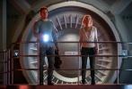 """""""星爵""""克里斯·帕拉特和""""大表姐""""奥斯卡影后詹妮弗·劳伦斯联袂主演的《Passengers》(暂译《太空旅客》)将于12月21日正式登陆北美。今日,该片发布倒计时动态海报,以悬念关键字与数字倒数计时结合的方式串联起诸多线索,抽丝剥茧般呈现出影片的精彩之处,使这场前所未有的深空科幻冒险之旅极具吸引力。"""
