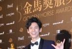 北京时间11月26日,第53届台湾电影金马奖在台北国父纪念馆隆重举行,各个奖项纷纷出炉,获奖的电影人在后台与大家分享得奖的喜悦。图为:获得最佳男配角的林柏宏。