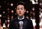第37届青龙电影奖于11月25日在庆熙大学和平殿堂举行了颁奖礼,18个单元奖项花落各家,《局内人们》获得了最佳影片,李秉宪则凭借该片当选最佳男主角。