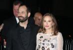 当地时间11月28日,第26届美国哥谭独立电影奖红毯。娜塔丽·波特曼与老公本杰明·米派德、艾米·亚当斯、凯蒂·赫尔姆斯、马格特·罗比、格蕾塔·葛韦格、克里斯滕·丽特、 内芙·坎贝尔、玛琳·阿克曼现身。