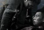 """极致悬疑罪案电影《少年》将于12月16日全国公映,带来一部充满血性、个性鲜明的犯罪类型片佳作。该片由导演杨树鹏执导,讲述了一段""""少年复仇""""的惊险故事。知名演员张译在片中扮演一个刑警,被一个电话引到荒郊野外发现一具白骨女尸,于是开始追查,谁知却发现事情的复杂远远超过想象,一个又一个嫌犯令人迷惑,一个又一个谜团接踵而来,让刑警张建宇身心俱疲,甚至狼狈不堪。"""