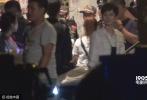日前,由邓超刘诗诗阮经天主演的《缉凶者》从苏州转至上海开拍。记者早早来到拍摄现场剧组将上海某个棚户区都封锁了起来准备通宵达旦的工作。