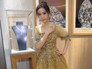 范冰冰纽约助阵珠宝品牌活动 金色纱裙飘仙气十足