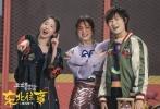 """将于2017年2月10日上映的爆笑喜剧电影《东北往事之破马张飞》近期将推出国际版主题曲《全世界都在说东北话》,歌手阵容陆续曝光。由贾乃亮、于洋、宋小宝三人组合的""""DBboys""""昨日已领先亮相,而由五个女生组建的""""SHEplus""""组合则于今日闪亮登场。""""喜剧女王""""马丽、""""快乐天使""""吴昕、""""奥运冠军""""丁宁、""""高冷女神""""屈菁菁、""""宇宙少女""""孟美岐五人跨界演绎,PK男队""""DBboys""""组合一同倾情献唱,""""东北话""""爆笑唱战,一触即发。"""